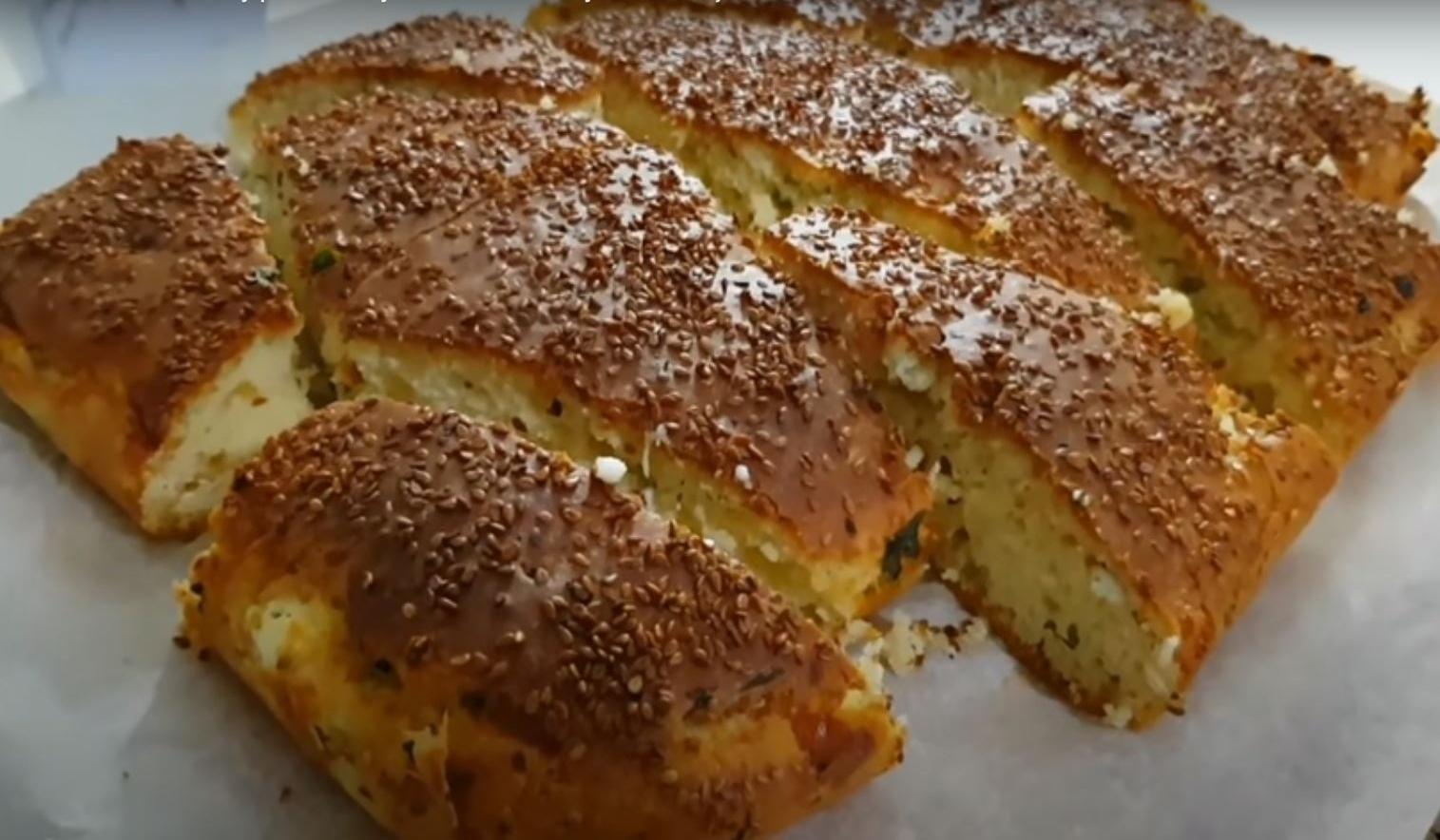 Back to school: Αφράτο τυρόψωμο με φέτα και κίτρινο τυρί! Τέλειο  κολατσιό για το σχολείο