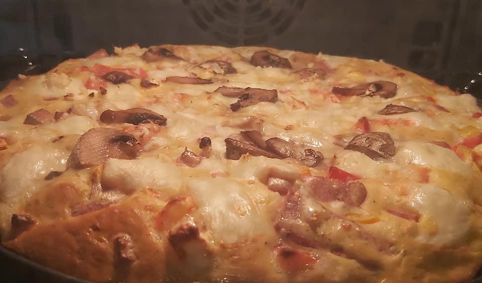 Πίτσα χωρίς ζύμη, εύκολη και πεντανόστιμη