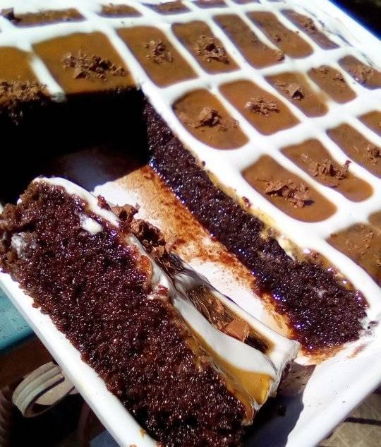 Σιροπιαστό γλυκό με παντεσπάνι από κακάο, ζαχαρούχο γάλα & σπιτική σαντιγί! Έτοιμο σε 15 λεπτά!