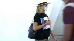 Tζένη Μπαλατσινού: Η δημοσιά εμφάνιση με μάσκα και καπέλο στο αεροδρόμιο Βίντεο
