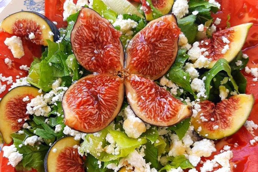 Δροσερή σαλάτα με σύκα -Πανδαισία γεύσεων και χρωμάτων