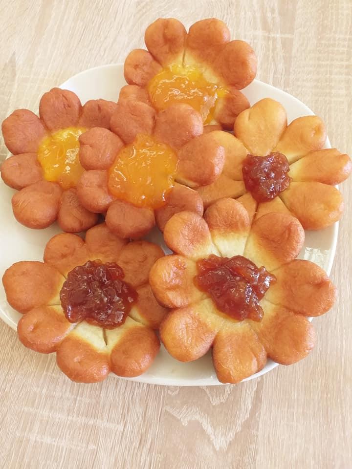 Μπισκότα Fried Flowers σκέτη γλύκα! Με μαρμελάδα της αρεσκείας μας!