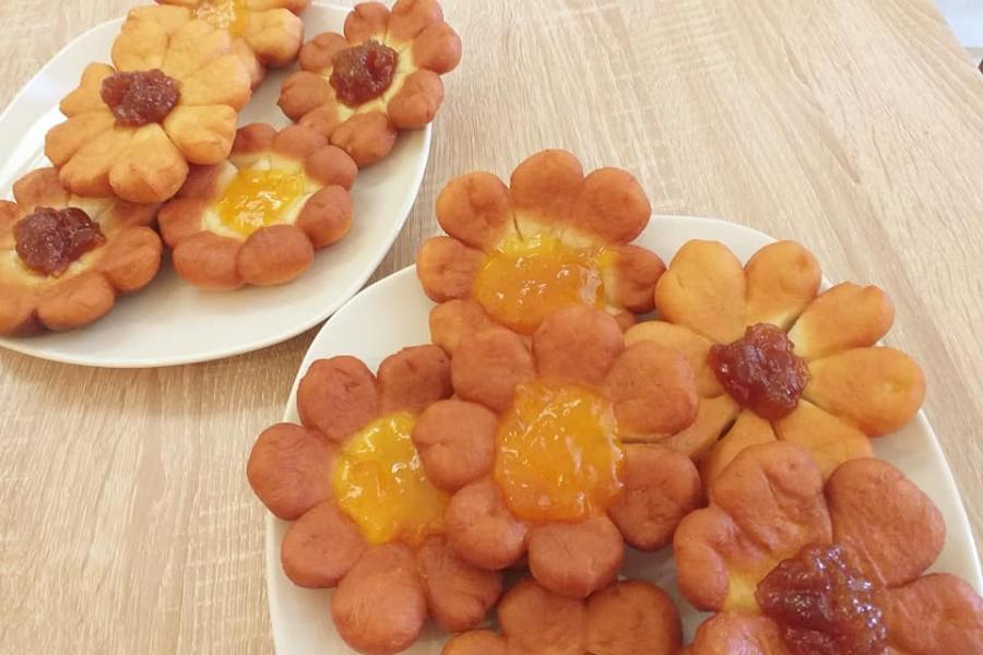 Μπισκότα Fried Flowers σκέτη γλύκα-Με μαρμελάδα της αρεσκείας μας