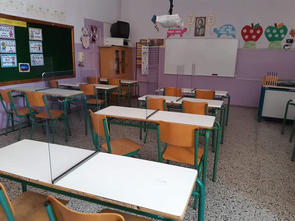 Back to school: To πρώτο ελληνικό δημόσιο σχολείο με πλέξιγκλας στα θρανία