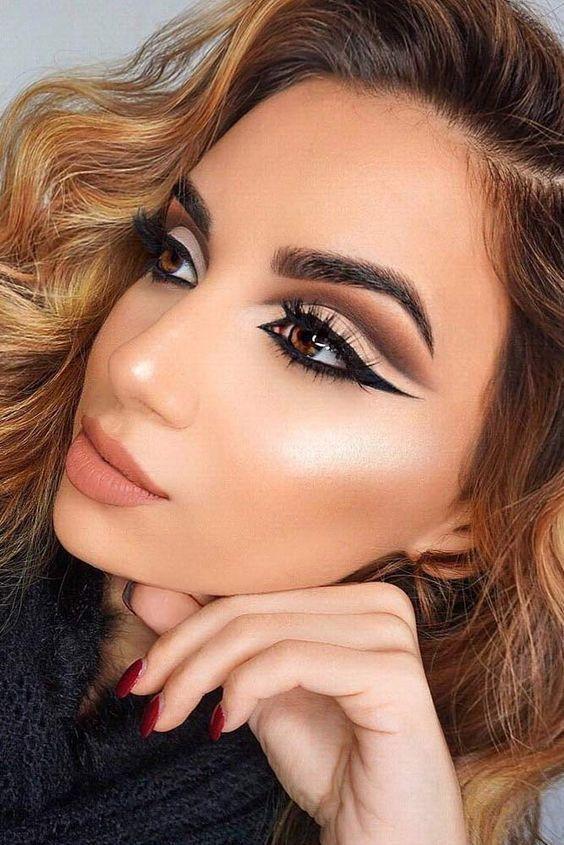 Winged eye makeup: Η νέα τάση του χειμώνα που όλες θα λατρέψουμε