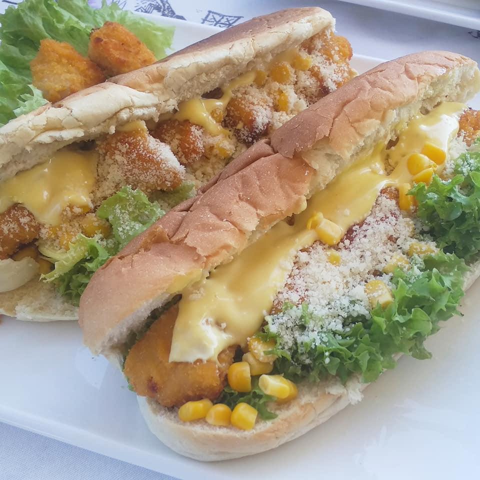 Caesar σάντουιτς με κοτομπουκιές και τυρί . Το λαχταριστό κολατσιό