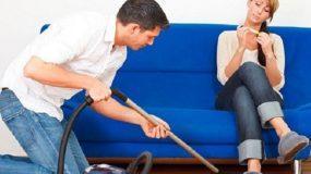 Κάνω όλες τις δουλειές του σπιτιού μόνος μου & η γυναικά μου δεν με βοηθάει καθόλου!
