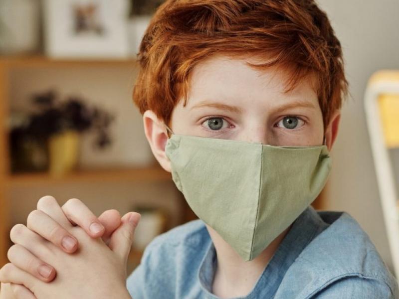 10 συμβουλές για να φορούν τα παιδιά μάσκα στο σχολείο χωρίς να διαμαρτύρονται