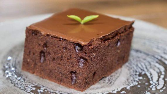 Κέικ σοκολάτα με ζαχαρούχο γάλα που δεν τρίβεται, χωρίς μίξερ
