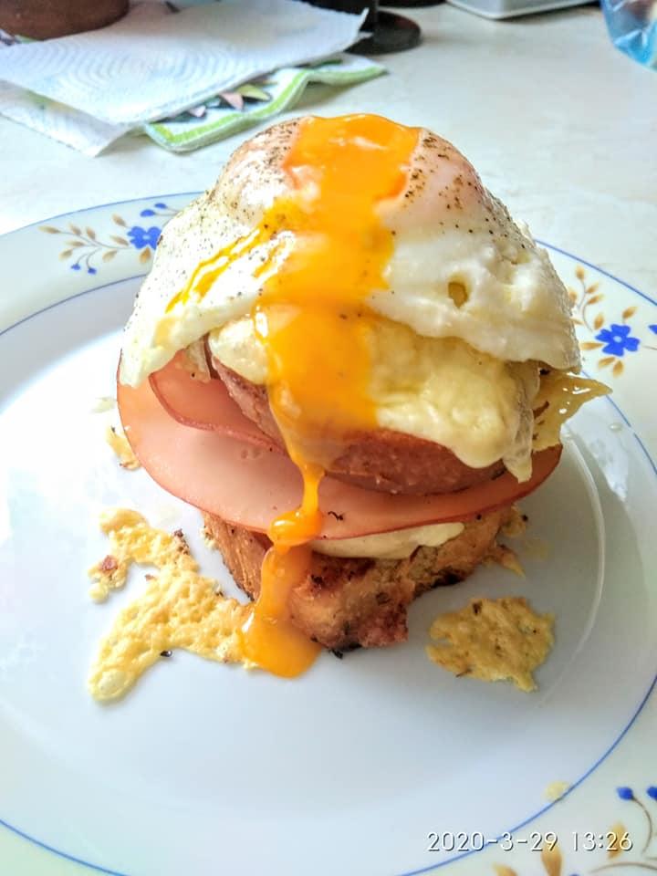 Croque madame: Το γαλλικό πρωινό με τοστ, αυγά και μπεσαμέλ