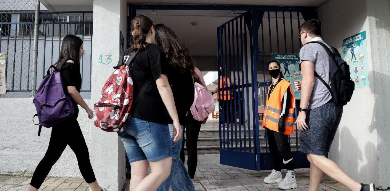 Σχολεία: Στέλνουν εξώδικα για τις μάσκες - Γονείς απειλούν δασκάλους, καθηγητές
