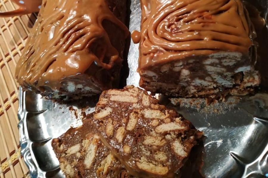 Πανεύκολος κορμός σοκολάτας με επικάλυψη καραμέλας.Μέσα στην γλύκα!