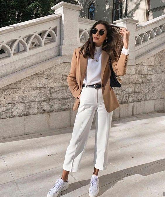 γυναικεία χρώματα στα ρούχα το Φθινόπωρο - Χειμώνας 2020 - 2021 λευκό