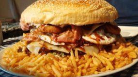 Τούρτα burger γενεθλίων γι' αυτούς που αγαπούν τα burger