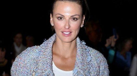 Η Εβελίνα  Παπαντωνίου υιοθέτησε την τάση της σεζόν στα μαλλια και δικαιώθηκε! (εικόνα)