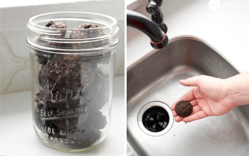 Με κατακάθι του καφέ, σόδα και ακόμη λίγα υλικά φτιάξε το απολυτό καθαριστικό για το νεροχύτη