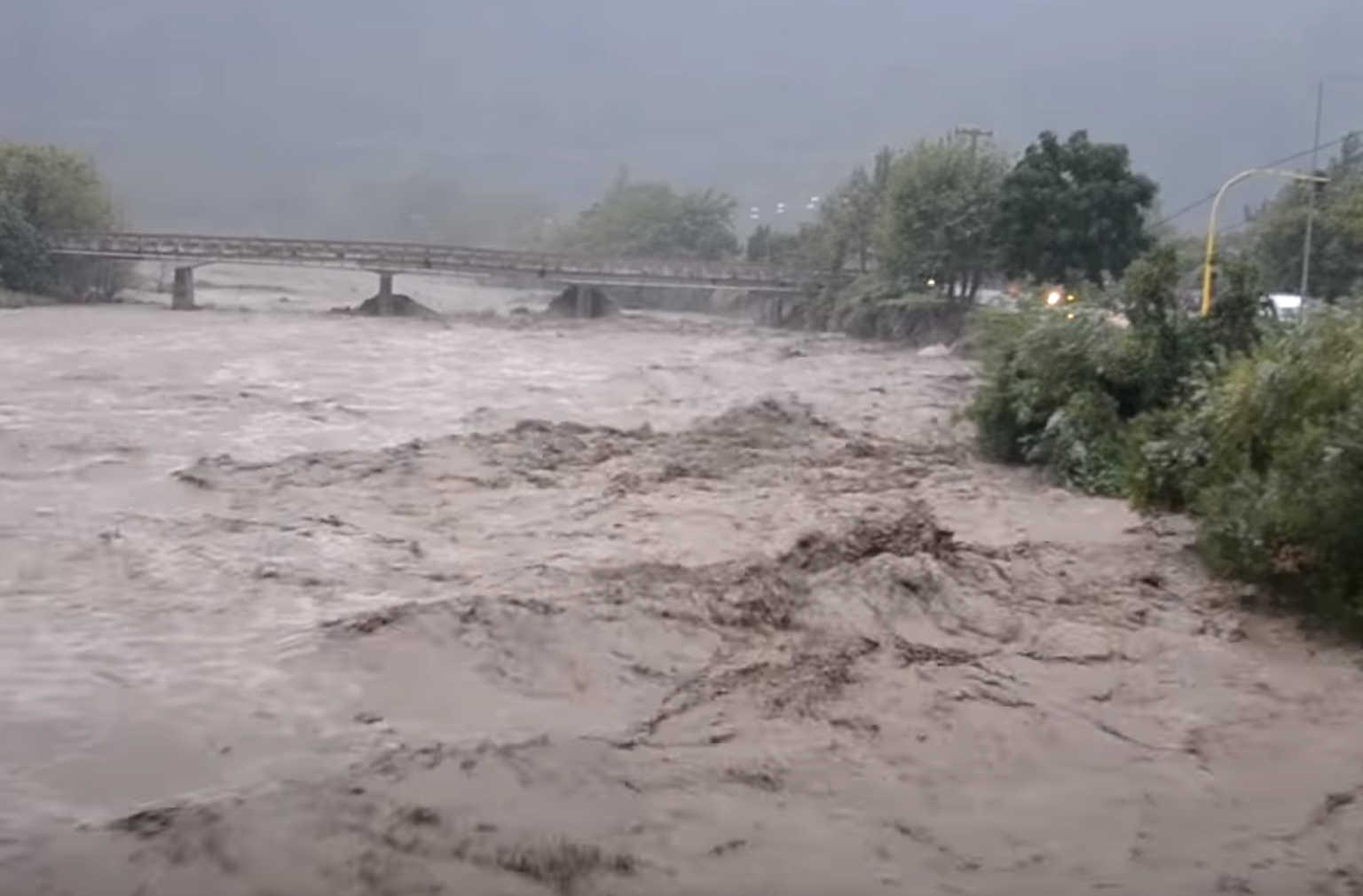 Ιανός: Δύο αγνοούμενοι στην Καρδίτσα -Νεκρή γυναίκα στα Φάρσαλα  – Έπεσε γέφυρα στο Μουζάκι (Εικόνες βίντεο)
