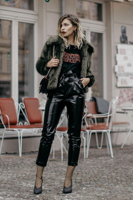 Vinyl παντελόνι ιδέες : Με γούνινο μπουφάν