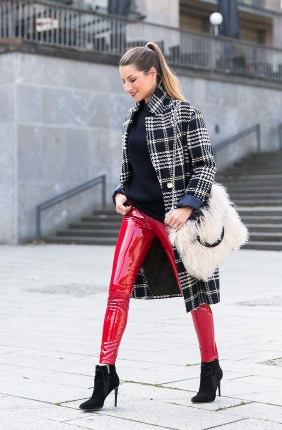 Vinyl παντελόνι κόκκινο ιδέες : Με καρό παλτό