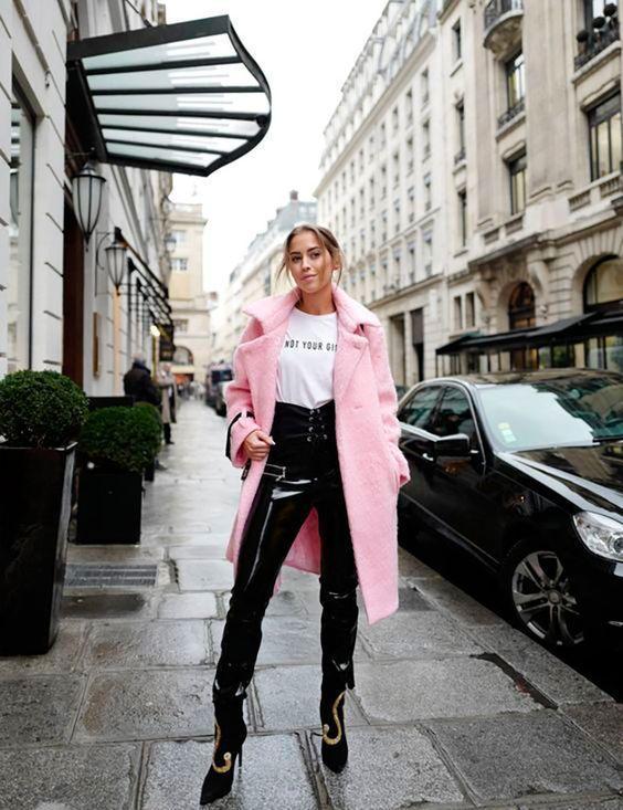 Vinyl παντελόνι μαύρο με ροζ παλτό