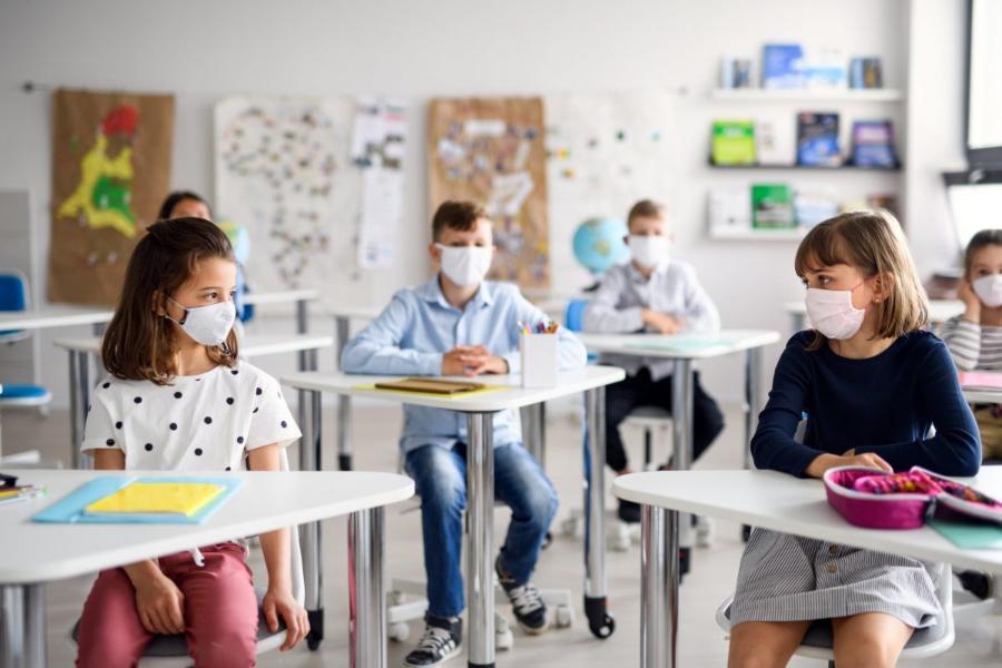 """Εκπαιδευτικός ξεσπάει: """"Να σπάσουν τα τμήματα τώρα! Να γίνουν προσλήψεις εκπαιδευτικών & να γίνουν δωρεάν τεστ!"""""""