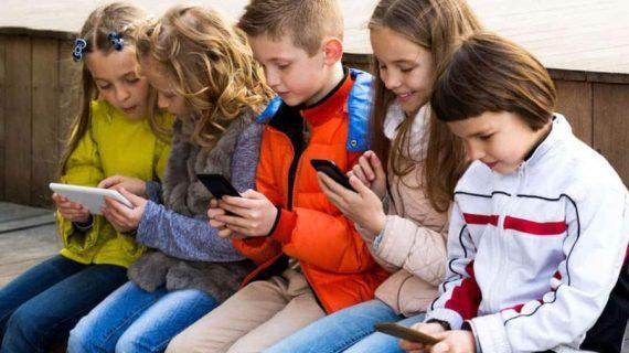 """Aν έδειχναν τον ίδιο ζήλο για να φτιάξουν κίνημα: ""Κανένα παιδί με κινητό"", θα είχαν σωθεί γενιές."" Ένα κείμενο που ΠΡΕΠΕΙ να διαβαστεί!"
