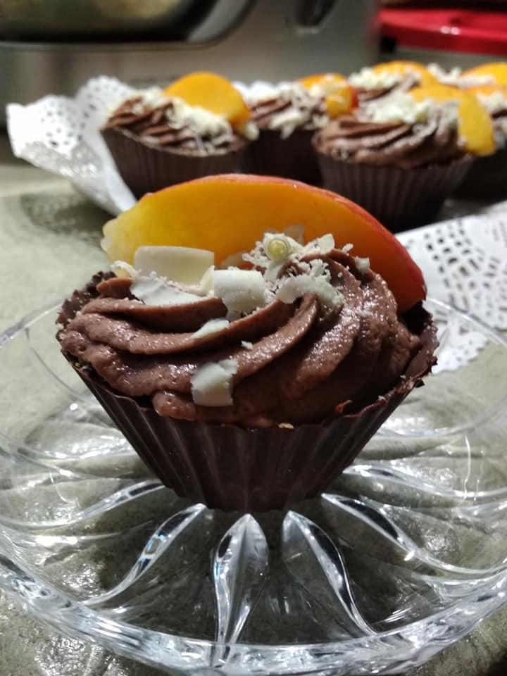 σοκολατένια ταρτάκια με πραλίνα και μπισκότα