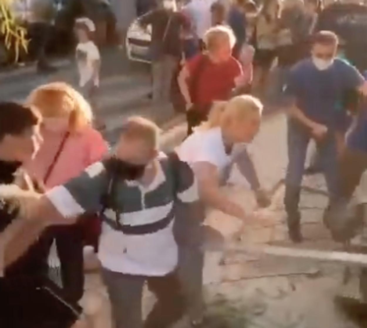 Γονείς να προσπαθούν να σπάσουν κατάληψη σε σχολείο -Η κατάσταση ξέφυγε (video)