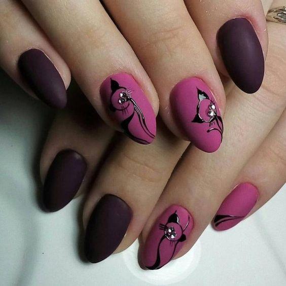 νύχια μοβ με σχέδιο γάτα