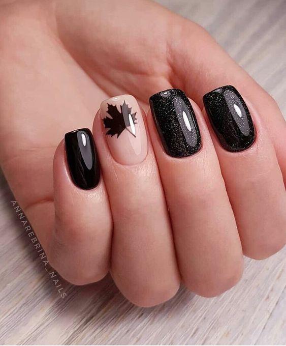 νύχια μπεζ με μαύρο