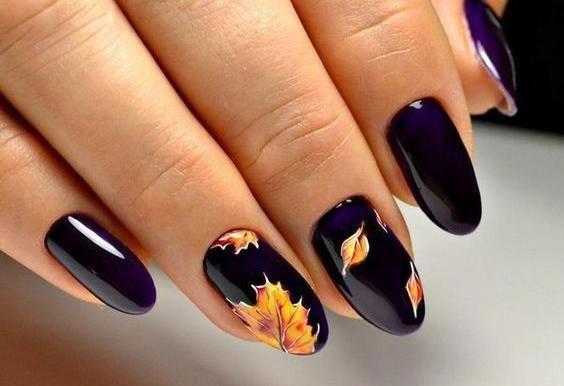 μοβ νύχια με σχέδιο κίτρινα φύλλα