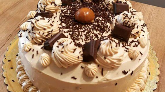 Νοστιμότατη τούρτα με σοκολάτα και καραμέλα!