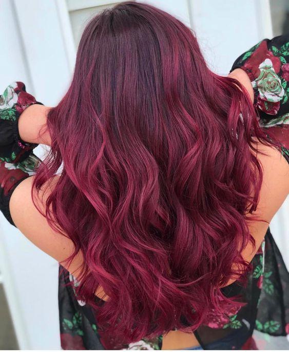 eggplant hair σε μακριά σπαστά μαλλιά