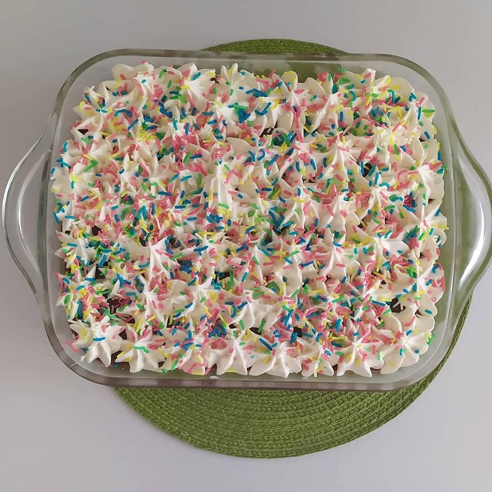 Δροσερό & νόστιμο μπισκοτόγλυκο με κρέμα σοκολάτα – πραλίνα!