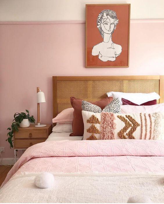 Ροζ τοίχοι στην κρεβατοκάμαρα