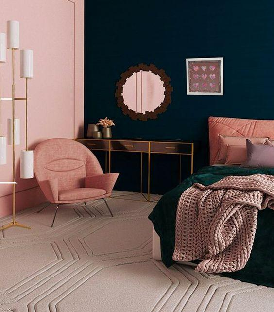Ροζ τοίχοι σε συνδυασμό με σκούρα χρώματα στην κρεβατοκάμαρα-ιδέες διακόσμησης σε ροζ αποχρώσεις