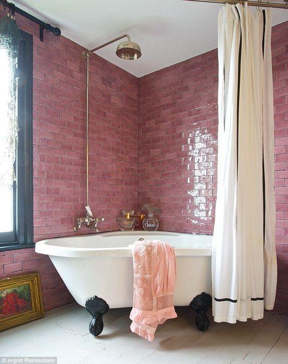 Ροζ πλακάκια στο μπάνιο