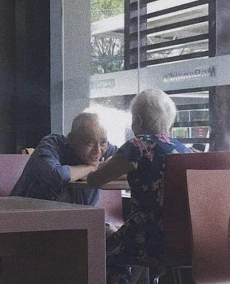 αγάπη σε ηλικιωμένο ζευγάρι
