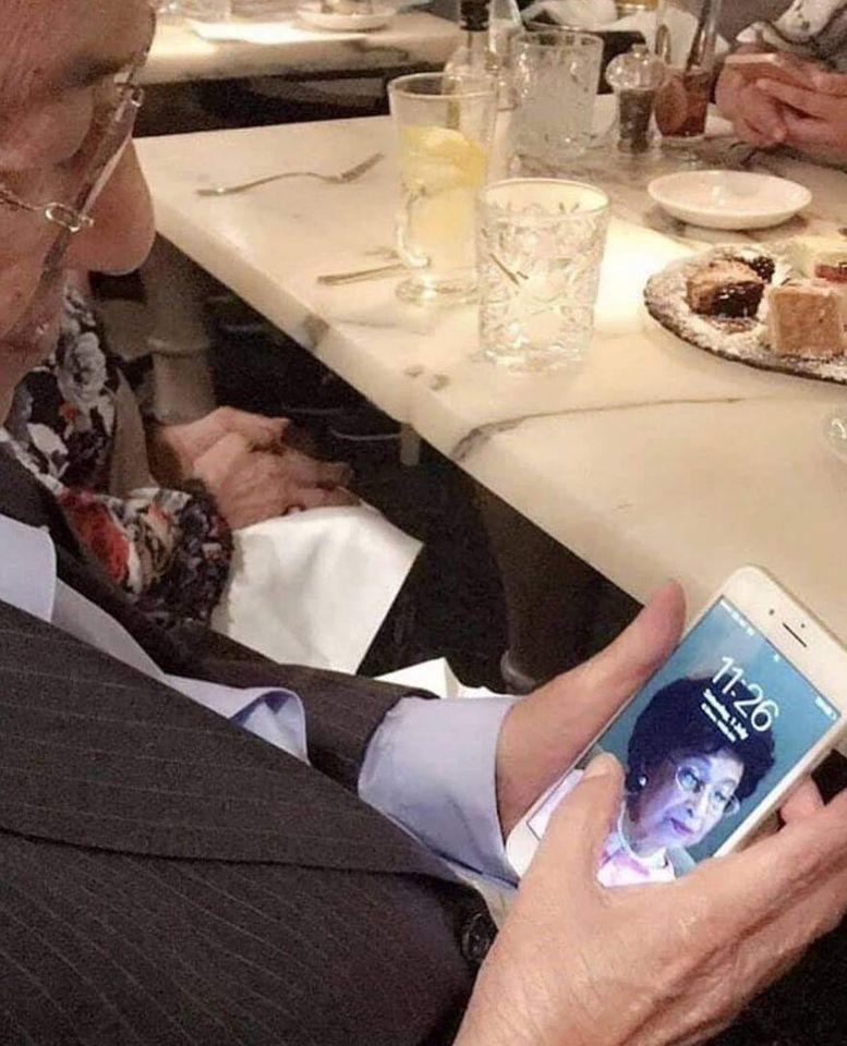 παππούς αγαπά την γυναίκα του