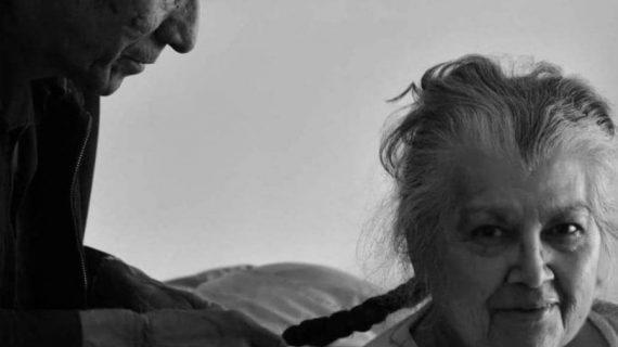 Μέχρι να μας χωρίσει ο θάνατoς: 9 φωτογραφίες ηλικιωμένων ζευγαριών που μας έκαναν να δακρύσουμε