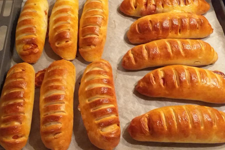Πεντανόστιμα Ατσμα Hot dog με BBQ sauce & γκούντα
