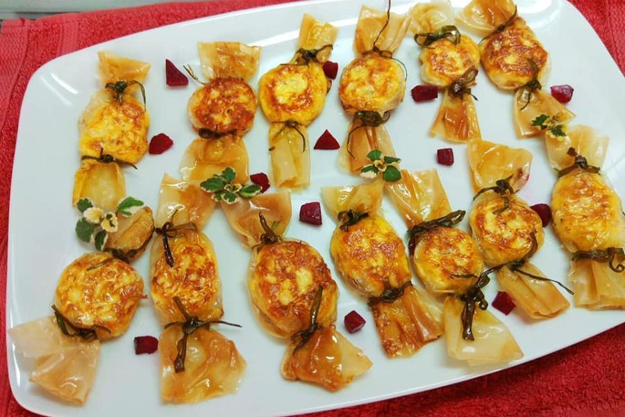 Τηγανιτά τυροπιτάκια – καραμελίτσες για τον γιορτινό μπουφέ