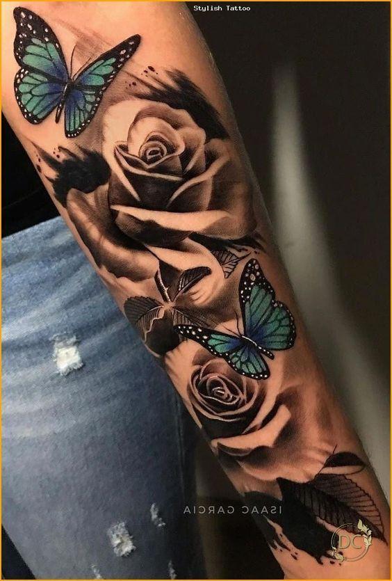 Γυναικείο τατουάζ μανίκι με μπλε πεταλούδες και τριαντάφυλλα