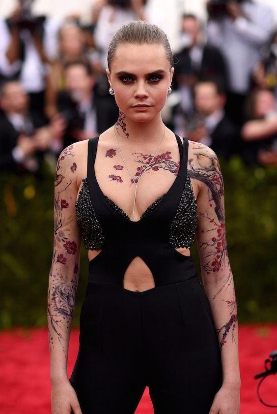 Γυναικείο τατουάζ μανίκι σαν δέντρο