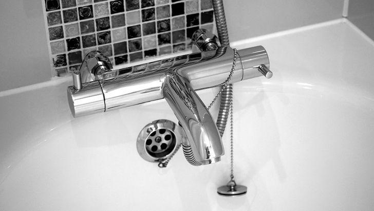βρύση του μπάνιου
