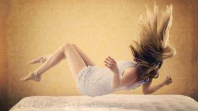 Γιατί νιώθω ότι πέφτω μέσα στον ύπνο και αλλά 17 πράγματα που ΔΕΝ θες να ξέρεις