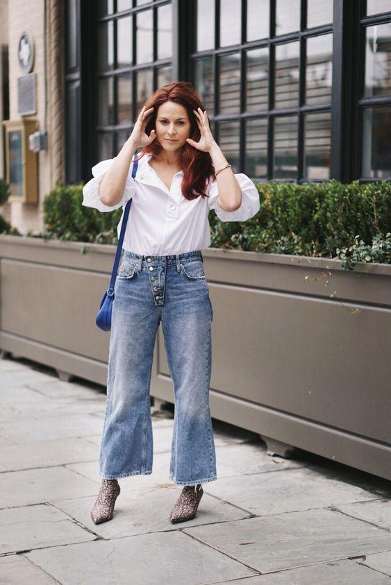 Τάσεις στα γυναικεία jean παντελόνια: γαλάζιο jean παντελόνι σε φαρδιά γραμμή