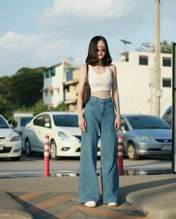 Τάσεις στα γυναικεία jean παντελόνια: μπλε jean παντελόνι σε ίσια και φαρδιά γραμμή