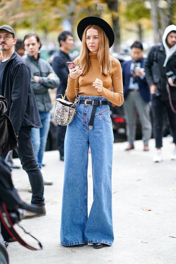 Τάσεις στα γυναικεία jean παντελόνια: γαλάζιο jean παντελόνι σε ίσια και φαρδιά γραμμή