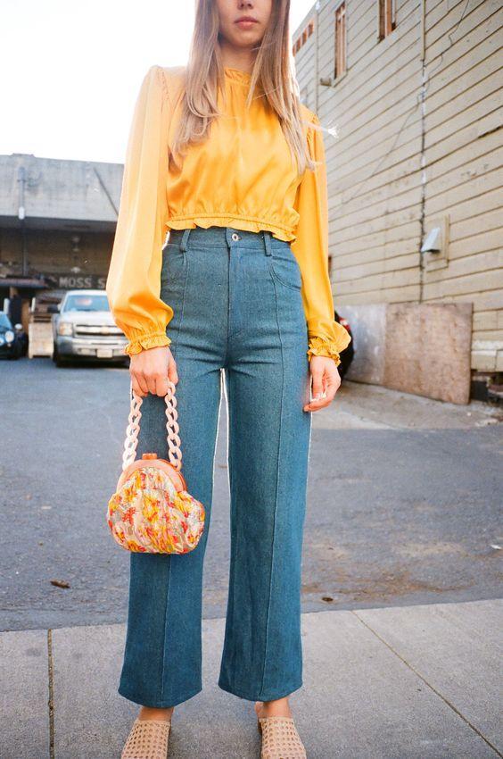 Τάσεις στα γυναικεία jean παντελόνια: γαλάζιο jean παντελόνι σε ίσια γραμμή